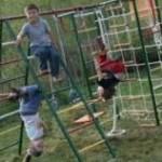 Комплекс упражнений на детском спортивном комплексе