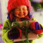 Дарим подходящие подарки своим малышам